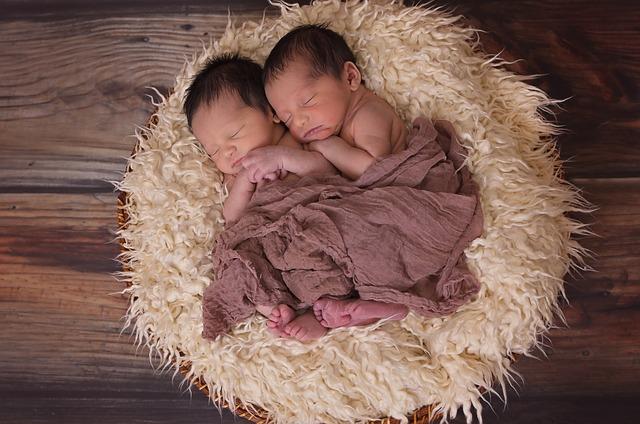Je suis enceinte de jumeaux, vais-je percevoir une prime de naissance majorée